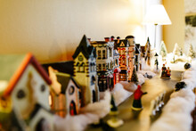 Mini Ceramic Lighted Houses De...