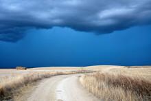 Tarde De Tormenta Con Nubes Gr...