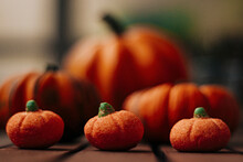 Six Orange Pumpkins Of Different Sizes Organized In Rows