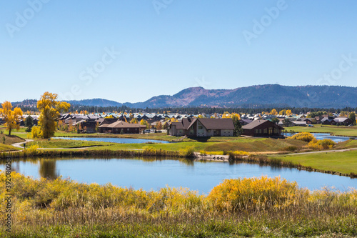 Fotomural Pagosa Springs Residences - Homes and vacation rentals among the retention ponds