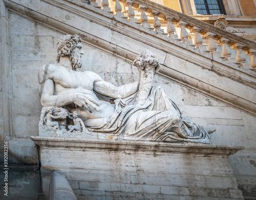 Obrazy Michał Anioł Buonarotti  close-up-of-tiber-statue-by-michelangelo-in-campidoglio-square-in-rome
