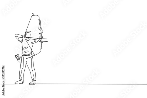 Foto One single line drawing of young archer man focus exercising archery to hit the target graphic vector illustration