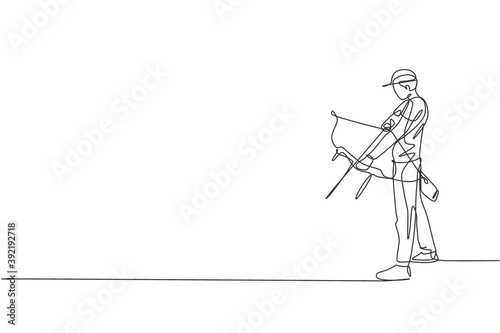 Vászonkép One continuous line drawing of young archer man pulling bow to shooting an archery target