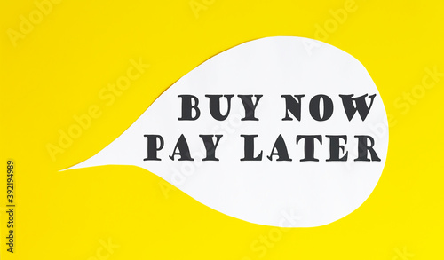 Cuadros en Lienzo Buy now pay later speech bubble isolated on the yellow background