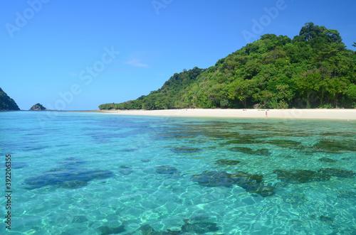 Fototapeta Beautiful Andaman Sea gleaming  under the blue sky in Koh Rok Island, Thailand obraz