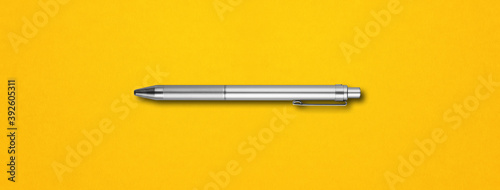 Foto Metal pen isolated on yellow background
