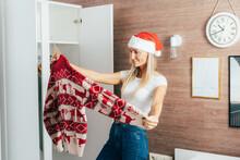 A Woman On Christmas Eve Choos...