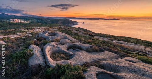 Anochecer en la costa de Xove, Lugo, Galicia, España.