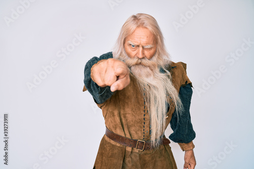 Obraz na plátne Old senior man with grey hair and long beard wearing viking traditional costume