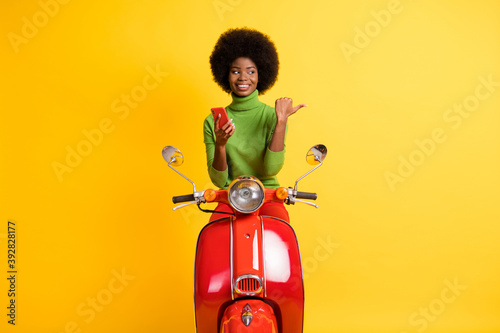 Tela Photo portrait of biker driver motorcyclist red scooter rider with brunette afro