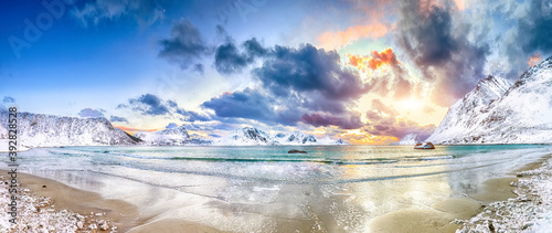 Fotografie, Obraz Fabulous winter scenery with Haukland beach during sunset and snowy  mountain peaks near Leknes