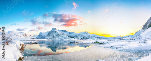 фотография Fantastic frozen Flakstadpollen and Boosen fjords and reflection in water during