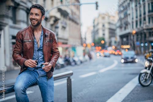Obraz handsome man smiling - fototapety do salonu