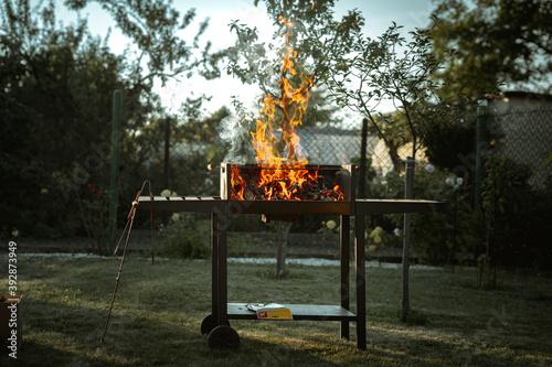 Obraz Rozpalanie grilla - fototapety do salonu