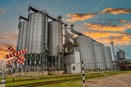Obraz Plant for grain processing - fototapety do salonu