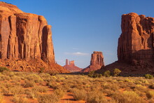 The Thumb, Monument Valley, Bu...