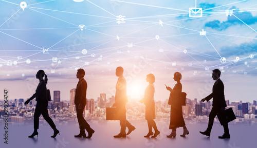 ビジネスネットワーク 並んで歩く多国籍の人々のシルエット Wallpaper Mural
