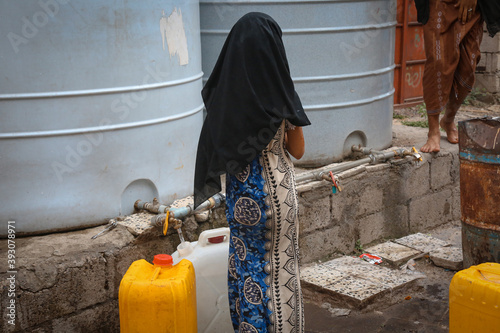 Valokuvatapetti Children fetch water due to the water crisis and the difficult living conditions