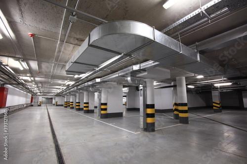 Empty underground car parking lot Fotobehang