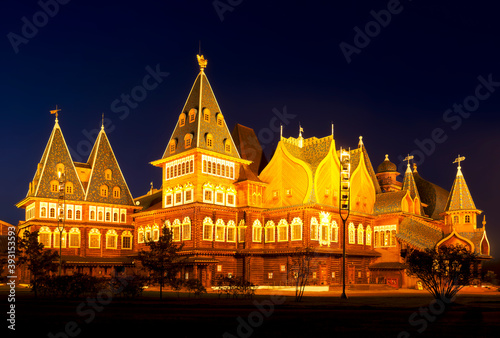 Fotografija Wooden palace of the russian tsar Alexey Mikhailovich (17th century) in Kolomenskoye at night