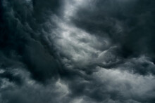 Dramatic Thunderstorm Clouds T...