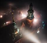 Fototapeta Londyn - Zamek królewski na Wawelu we mgle