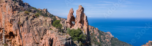 Cuadros en Lienzo Le cœur des Calanques de Piana en Corse à la lumière du Soleil - Photo panoramiq