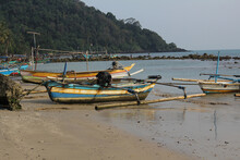 Beachside Boats For Fishermen ...