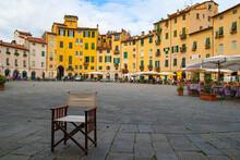 Piazza Anfiteatro In Lucca, Tu...