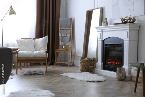 Fotografía Beautiful living room interior with fireplace and armchair