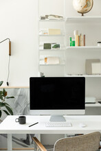 Minimal Home Office With Imac ...