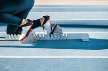 Crop Athlete In Crouch Start P...