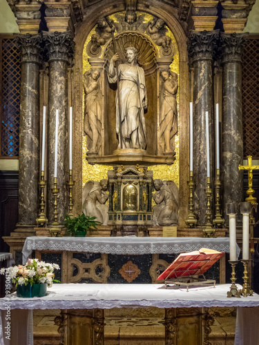 Photo Altarpiece of San Giacomo di Rialto which, according to tradition, is the oldest