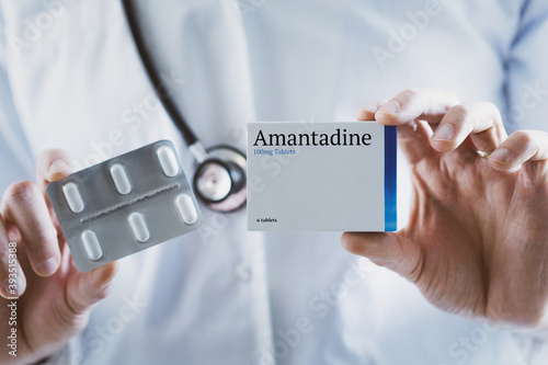 Obraz na płótnie Doctor holding Amantadine drug