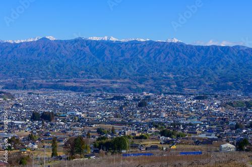Fototapeta 長野県飯田市 南アルプスと飯田市街