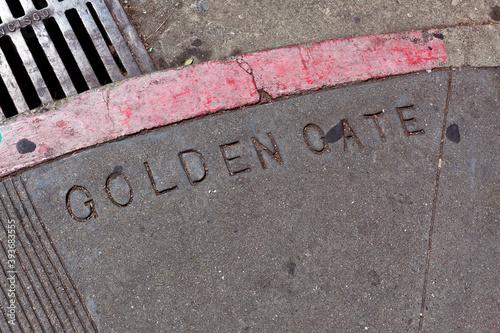 Canvastavla Shabby sidewalk corner of Golden Gate and Leavenworth in San Francisco's Tenderloin district