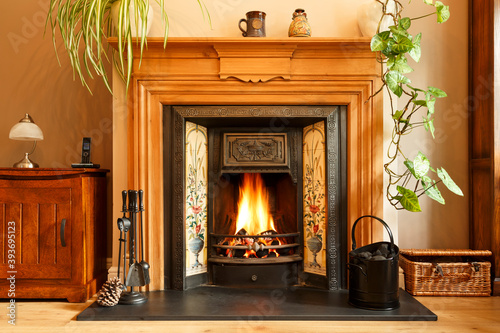 Photo Cosy winter living room with fireplace, UK