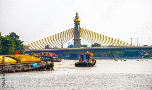 Fototapeta premium Maha Chesadabodindranusorn Bridge on Chao Phraya River in Bangkok, Thailand