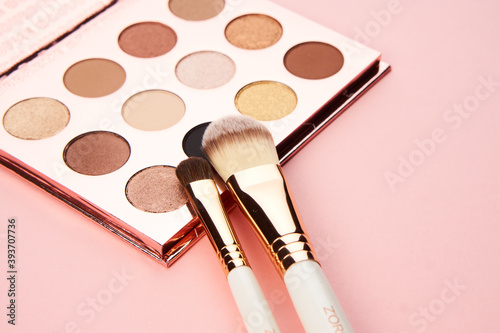Obraz eyeshadow makeup brushes collection professional cosmetics accessories on pink background - fototapety do salonu