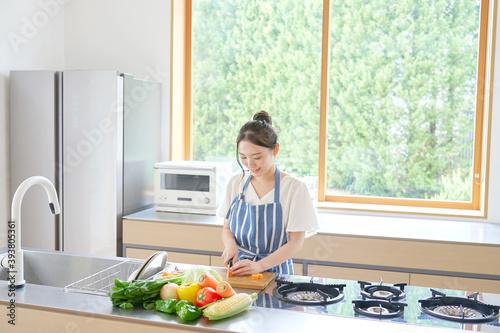 料理する女性 Fototapet
