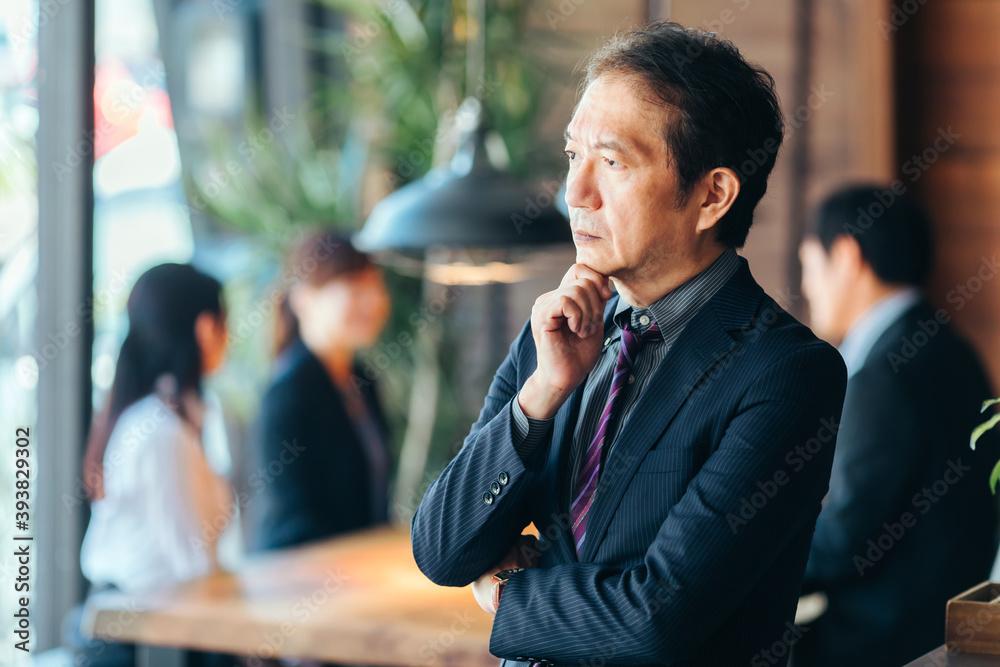 Fototapeta 中高年のビジネスマン