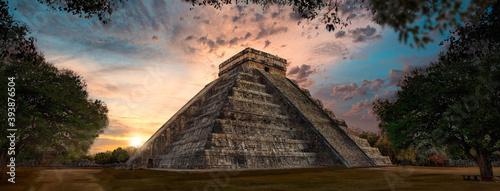 Obraz na plátně chitchenitza during sunset