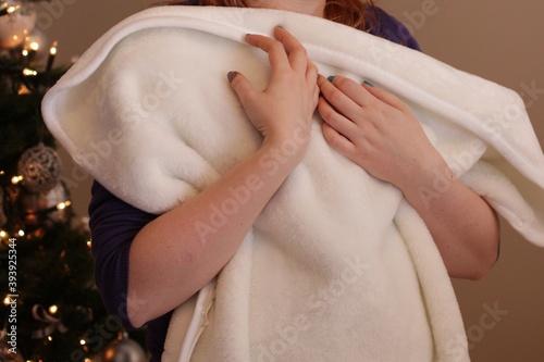 Fototapeta Kobieta przytula dziecko lub pusty kocyk obraz