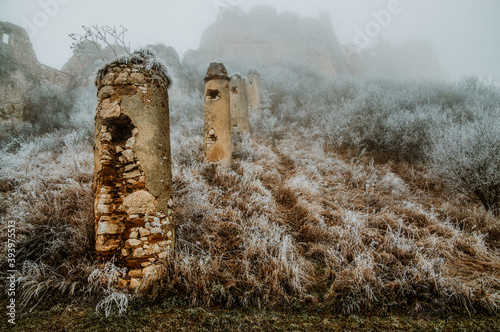 Foto ruin in the fog