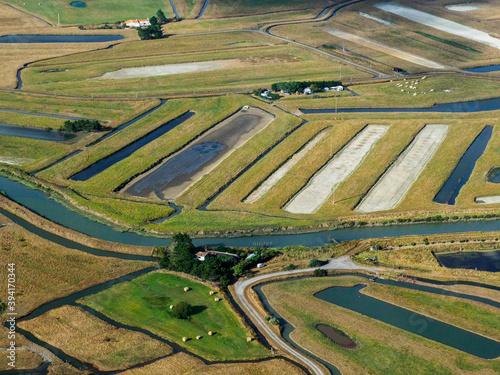 Photo vue aérienne de salines à La Barre-de-Monts en France