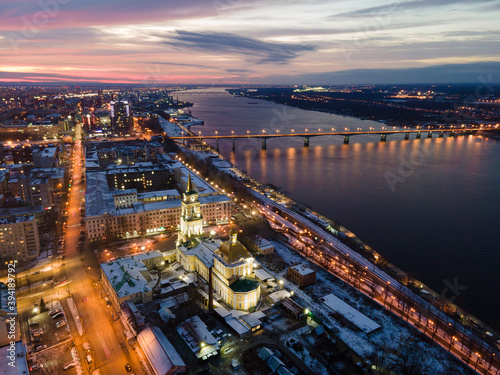 Photo Aerial view of Perm city and river Kama in dusk in winter sunset, urban photogra
