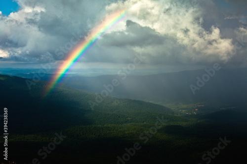 Tęcza nad szczytami Bieszczadów, Bieszczady, Polska