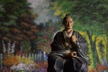 Porcelain Japanese Samurai With Sword / Figura De Samurai De Porcelana Con Sable