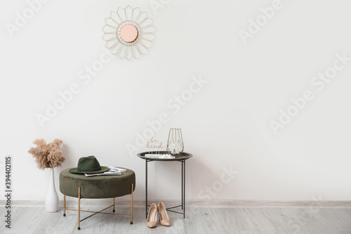 Foto Stylish interior of modern hall with table and pouf