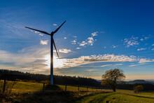 Windkraftanlage Im Herbst In D...